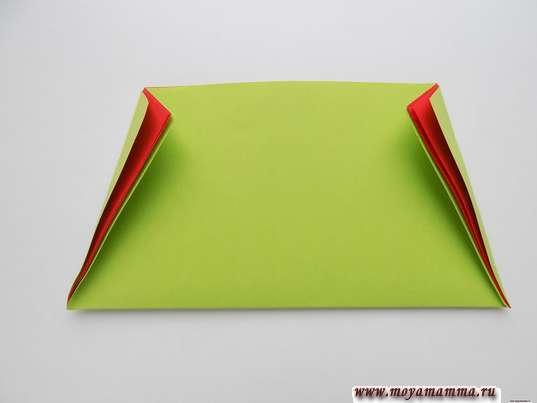 Оригами для малышей. Выполнение сгибов по бокам