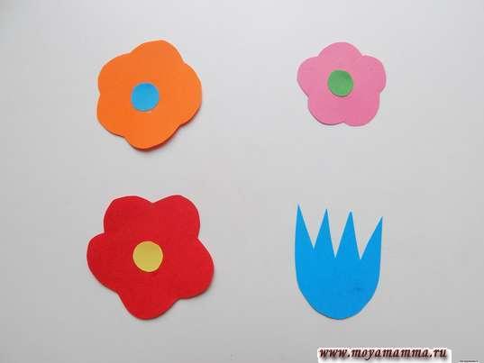 Несколько цветочков из бумаги