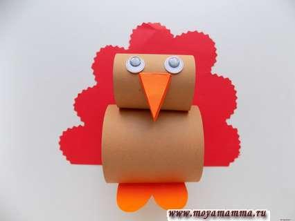 Птичка из цветной бумаги. Приклеивание хвоста к птичке.