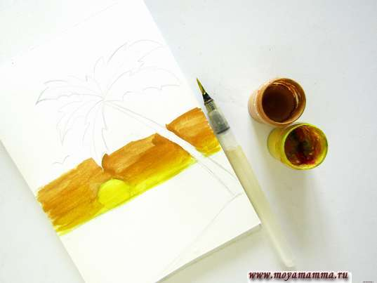 Рисование желтой и коричневой гуашью