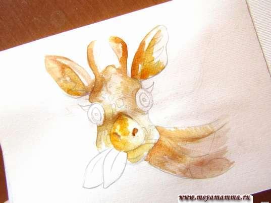 Нанесение светло-коричневой и оранжевой акварели на мордочку, ушки, рожки и шею животного.