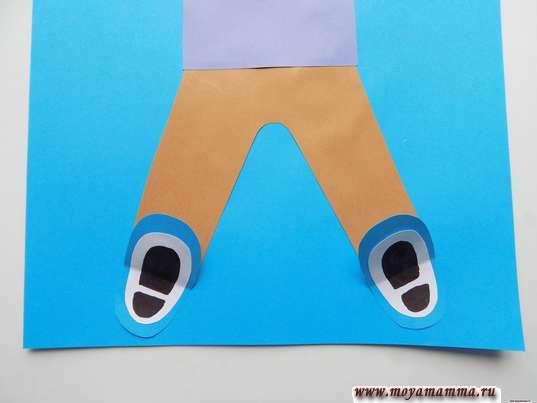 Аппликация Дети зимой. Приклеивание обуви