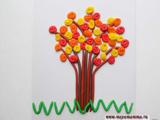 Аппликация из пластилина Осеннее дерево. Формирование травки