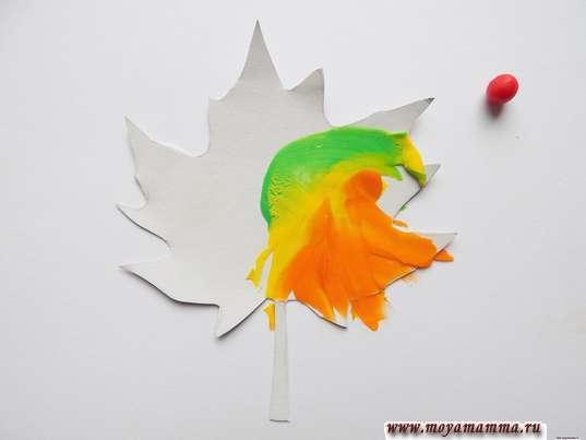 Аппликация Листья из пластилина. Размазывание шариков из пластилина