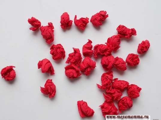 Шарики из красной салфетки