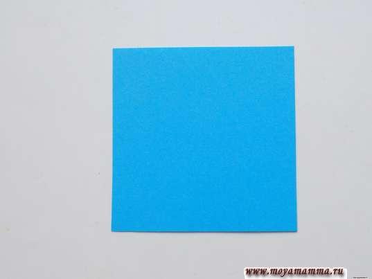 квадраты, вырезанные из голубой бумаги