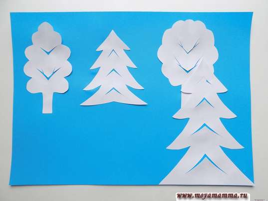 Аппликация Зимний лес. Поэтапное приклевание деревьев