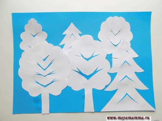 Аппликация Зимний лес. Приклеивание деревьев