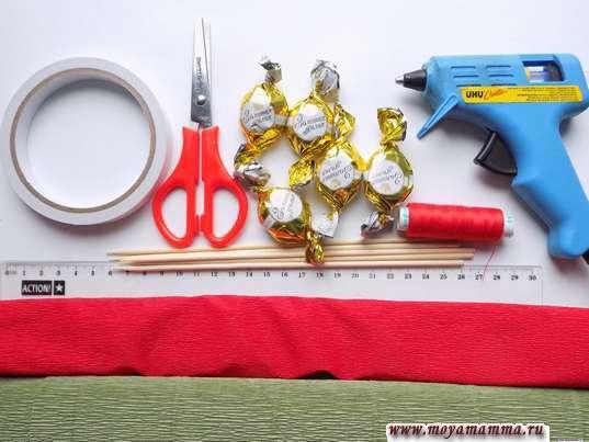 Гофрированная бумага, ножницы, конфеты, термопистолет и другие материалы