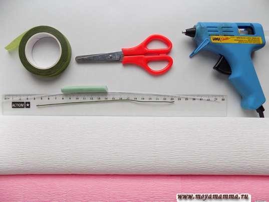 Гофрированная бумага, ножницы, термопистолет, флористическая лента