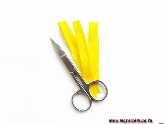 из желтой бумаги тонкие полосочки 6 х 1 см