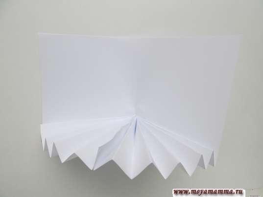 Белая заготовка гармошкой для фона