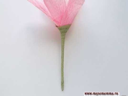 Орхидея из гофрированной бумаги. Оборачивание деревянной шпажки