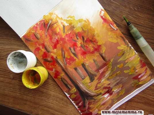 Рисование ярко-желтой и белой краской