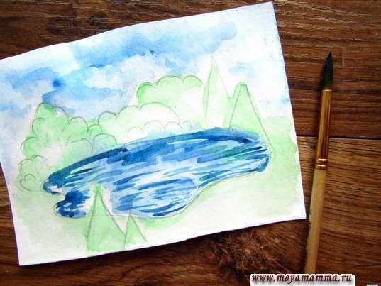 Разводы на озере темно-синей акварелью