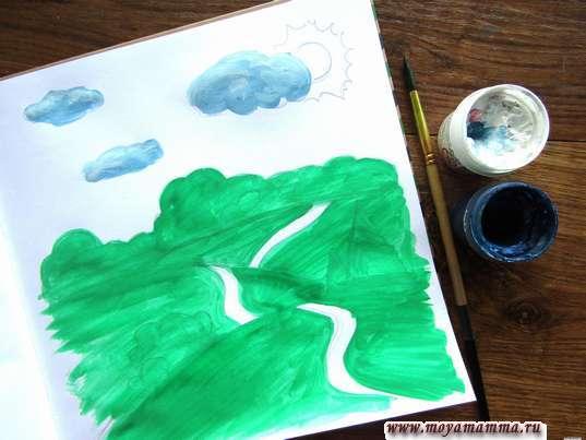 Рисунок летний пейзаж. Пушистые облака синей и белой гуашью