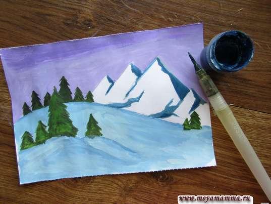 Темно-синей гуашью рисуем тень на склонах вершин гор