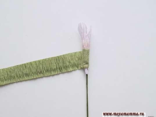 Обматывание зеленой гофрированной полоской