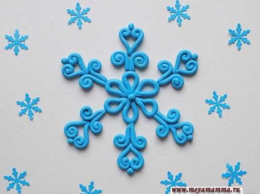 Снежинка из пластилина на картоне