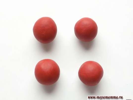 4 шарика одинакового размера