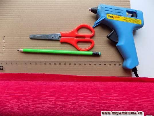 Гофрированная бумага, линейка, ножницы, термопистолет, карандаш
