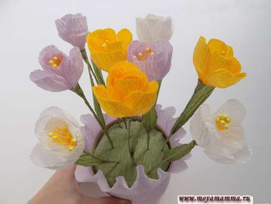 Цветы в коробке из бумаги. Закрепление всех цветов в коробке