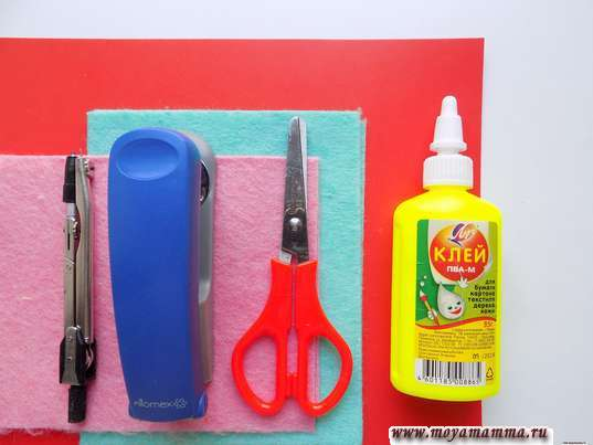 Вискозные салфетки, картон,клей, ножницы, степлер