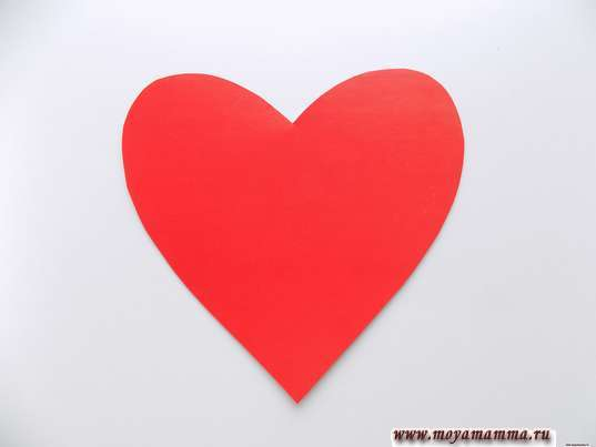 Сердце из красного картона