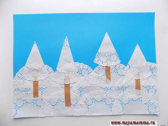 Аппликация Зимний пейзаж. Приклеивание деревьев