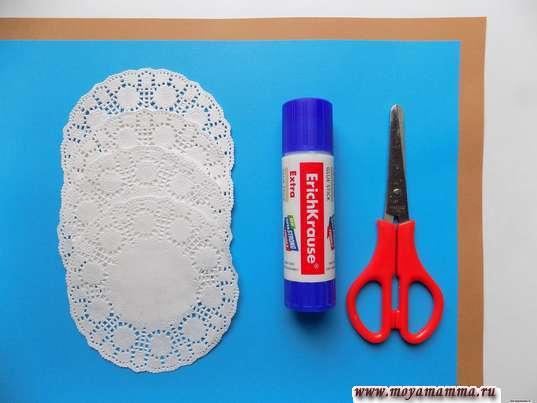 Ажурные салфетки, цветная бумага, ножницы, клей