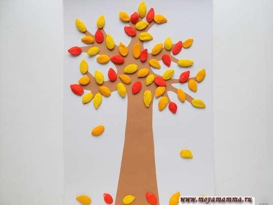 дерево из тыквенных семечек