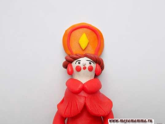 Дымковская игрушка Барышня из пластилина. Оформление лица и изготовление красных серьг