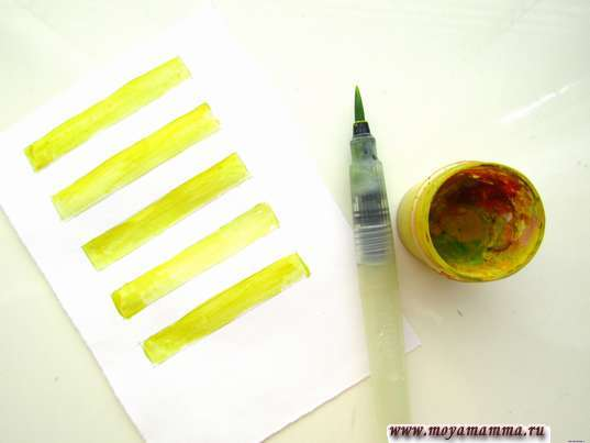 Полосочки желтой гуашью