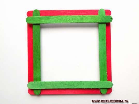 Квадрат из зеленых палочек