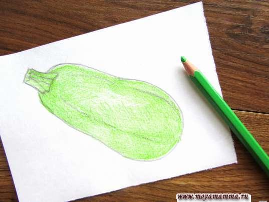 Закрашивание светло-зеленым карандашом