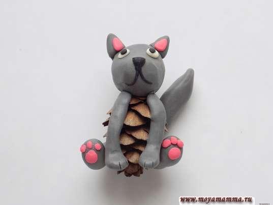 Котенок из шишки