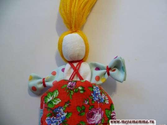 Кукла Веснянка. Закрепление волос на голове
