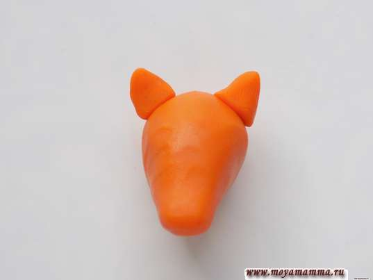 Ушки из оранжевого пластилина