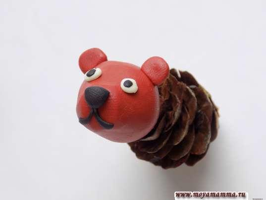 Медведь из шишки. Соединение головы с туловищем