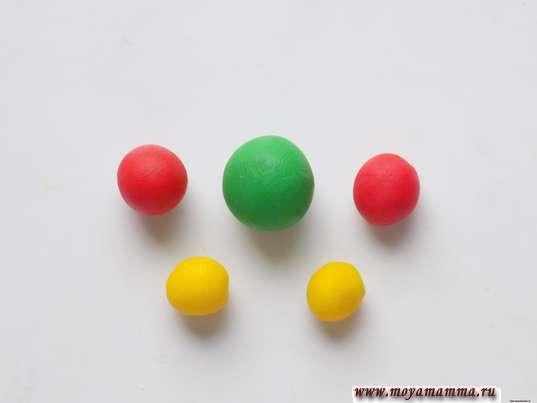 Шарики пластилина разного цвета