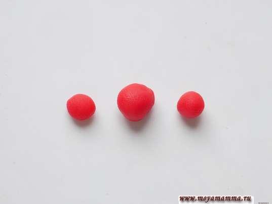 3 шарика разного размера красного цвета