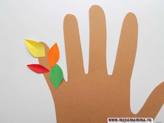 Приклеивание листочков