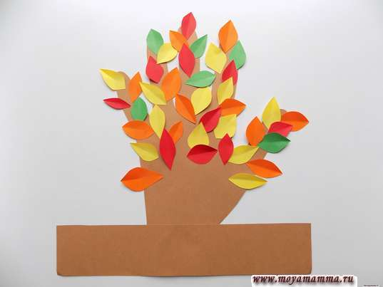 Поделка на тему Осень из бумаги. Дерево из ладошки и листочков