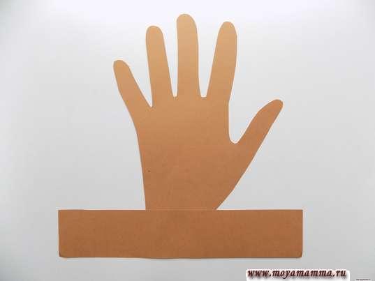 Поделка на тему Осень из бумаги. Приклеивание полоски к бумажной ладошке