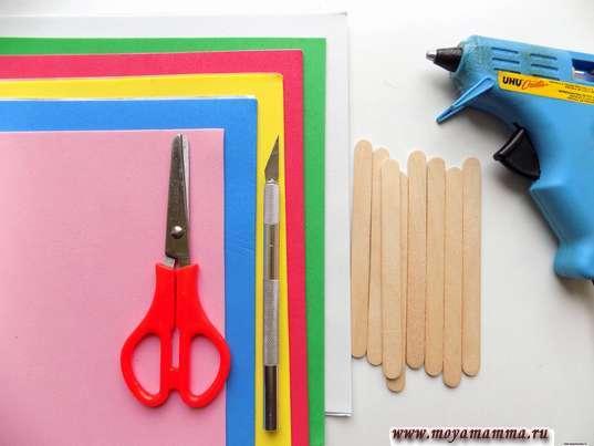 Фоамиран, палочки, ножницы и другие материалы