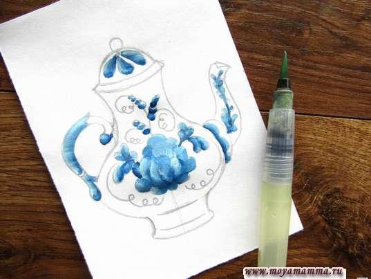 Дополнение рисунка синей гуашью