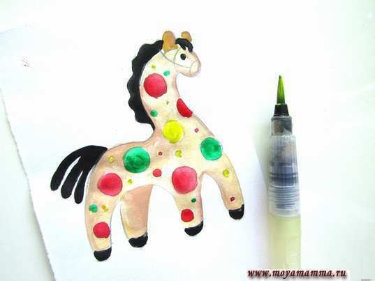 Рисунок Дымковская игрушка Лошадка. Декоративные элементы на лошадке желтым цветом
