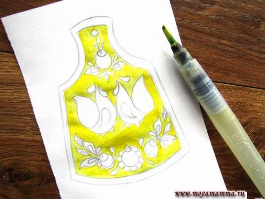 Закрашивание ярко-желтой гуашью