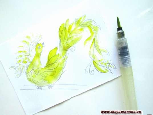 Закрашивание желтой гуашью головы, туловища и всех перышек