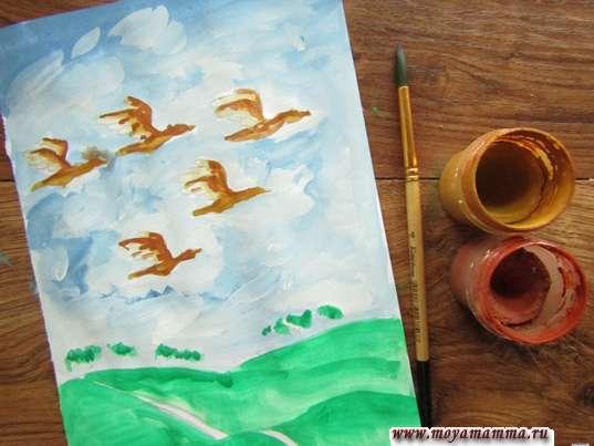 Рисунок Птицы улетают на юг. Рисование темно-коричневой гуашью